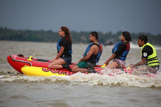 Banana-Boat-ride-nigombo-srilanka (5)